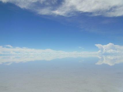 【ウユニ塩湖】古代から続く湖の絶景で天空の鏡に映り込む!夜には満天の星さえも……   ボリビア
