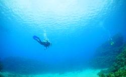 【グイン】沖縄の離島 伊是名島! 透明度が高い海へダイブしよう!|島尻郡伊是名村