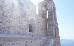 【プラカキャッスル(Plaka Castle)】ミロス島が一望できる丘の上。 誰が為に鐘は鳴るのか | ミロス島プラカ