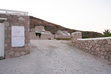 【ミロミロスイーツ】お部屋が可愛い! 朝陽と月と海が眺められるホテル | ミロス島マンドラキア