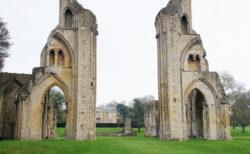 【グラストンベリー】イギリス最大のパワースポットと英雄アーサー王伝説に触れられる町 | グラストンベリー