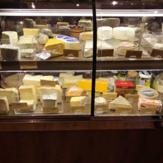 【バル ブッキーヨ(bar Buquillo)】種類豊富なワインとチーズが迎えてくれる駅近ワインバル!   南八幡