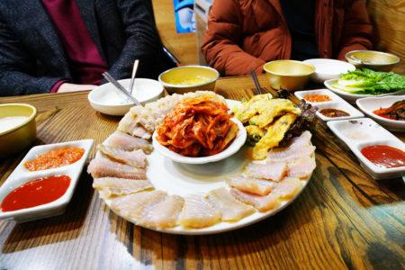 【ホンド】世界で二番目に臭い料理、エイの発酵食品『ホンオフェ』を実食……! | コヤン市