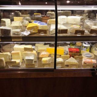 【バル ブッキーヨ(bar Buquillo)】種類豊富なワインとチーズが迎えてくれる駅近ワインバル! | 南八幡