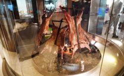【La Tablita】羊肉好きにはたまらない! 熱々の鉄板で運ばれてくるラムにかぶりつく! | エルカラファテ