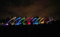 【レセルバ公園】夜のリマには大人も子供も楽しめる幻想的な噴水ショーがありますよ! | リマ